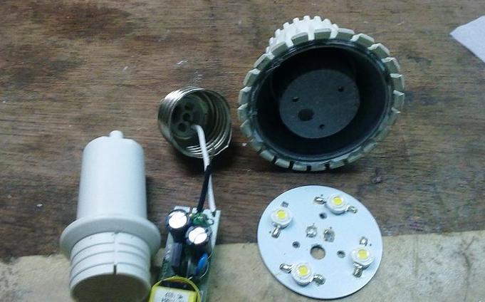 BYD比亚迪首款LED灯 完全拆解