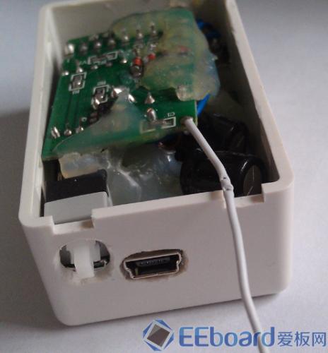电源按键和MICRO-USB接口特写