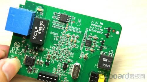 非常简单的电路结构,可见博通bcm60333的集成度有多