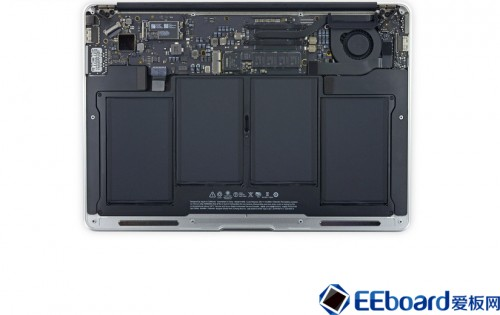 MacBook Air-04