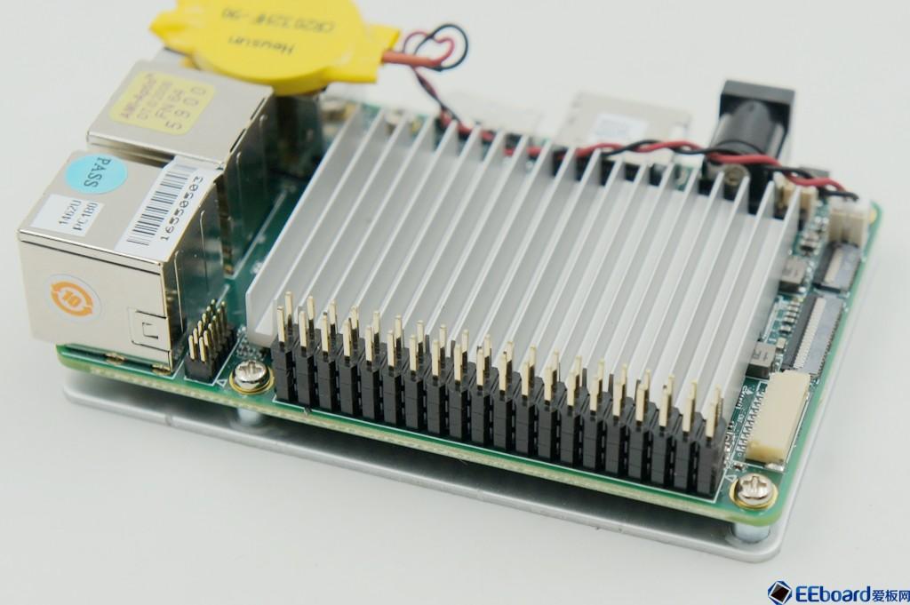 40pin的扩展接口是通过altera 的max v cpld电平转换以及adc芯片扩展