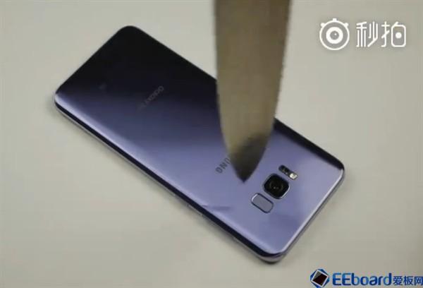 三星Galaxy S8 Plus如小强 锤子狂捶不破