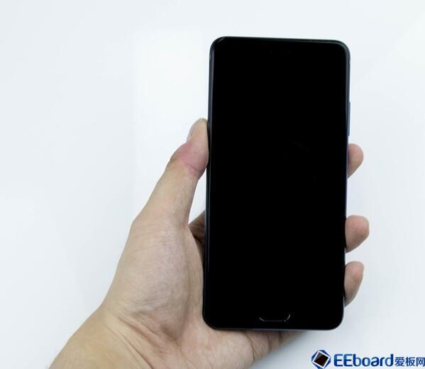 争议不?#24076;?#21326;为P10 Plus真的是一款优秀的国产旗舰手机吗?#31354;?#26426;拆解见分晓