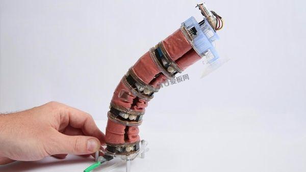真空动力模块化软体机器人通过充气可以移动物体