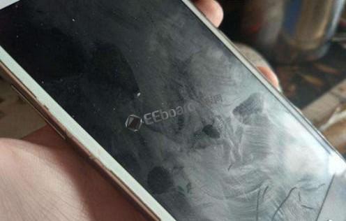 没有AF防指纹镀膜的手机屏幕