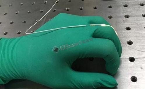 由彈性光纖做成的光學應變傳感器敏感異常!竟能精確檢測到人呼吸或說話時頸部肌肉的微小運動數據