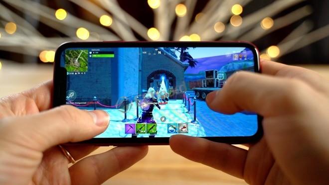 [視頻]iPhone XR和Note 9游戲對比,堡壘之夜哪個玩的更溜?