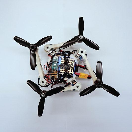 [视频]地震救援无人机解锁新技能:机翼向内短暂折叠,让无人机飞过狭窄通道