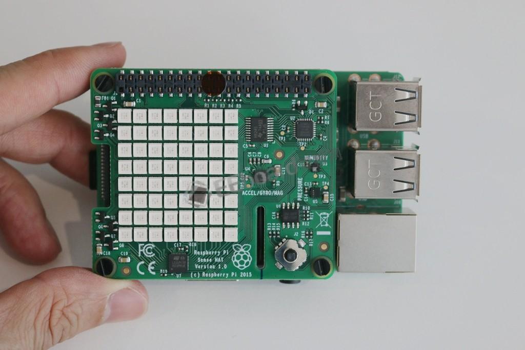 树莓派4也能玩的Sense HAT,真是一个不错的多传感器扩展板