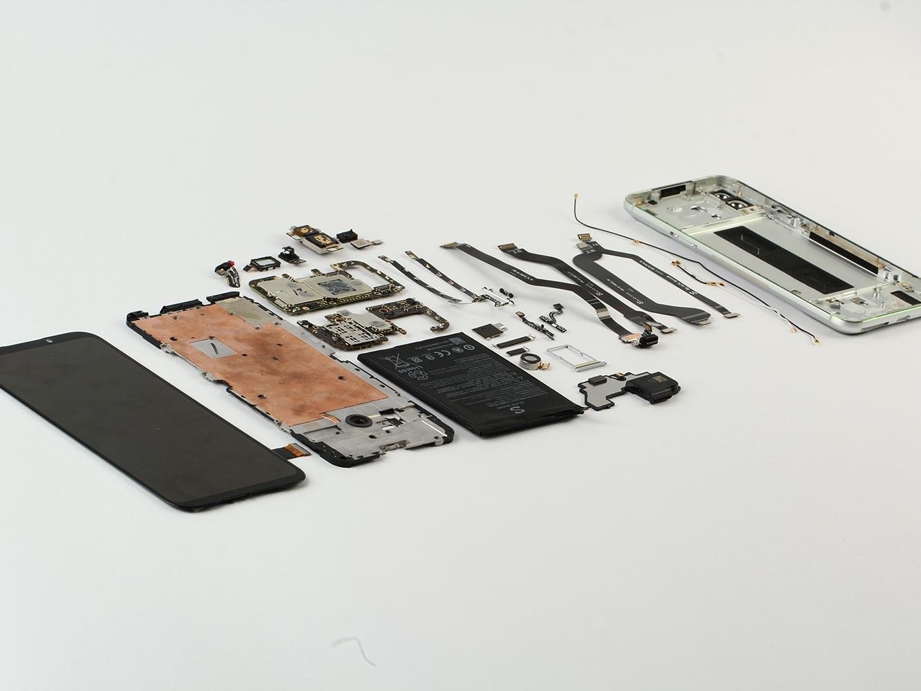 塔式全域液冷散热系统加持,黑鲨游戏 2 手机拆解
