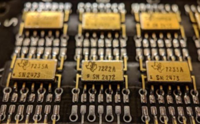 美国阿波罗11号航天飞船上的电路板细节曝光,这设计工艺没谁了
