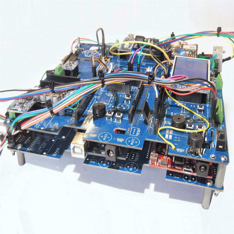 自主农业机器人控制系统,控制小型拖拉机大小的自动机器人,用于种植、除草和收割