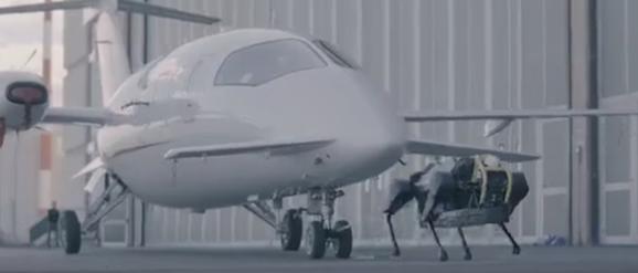 究竟是什么能源動力?四足機器人竟可以拉著飛機跑