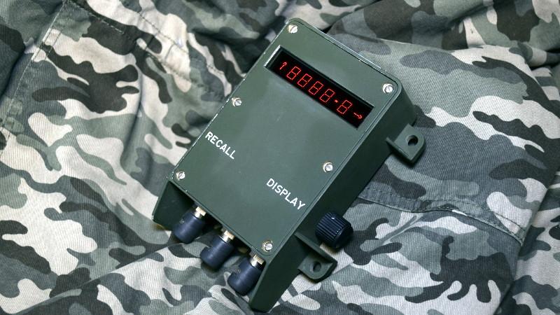 揭秘硬核军工:美国武装部队军事武器ID-2124榴弹炮数据显示器拆解