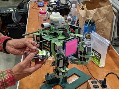 比起大疆RoboMaster一成不变的设计,黑客DIY机甲才是机器人竞赛的天堂