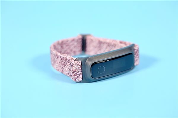 華為榮耀找到可穿戴設備的痛點,智能手環后發制人