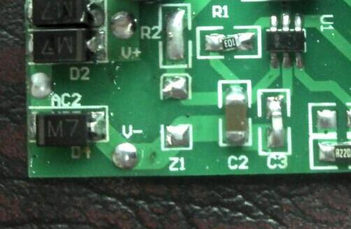 意法半导体推出车规级12通道LED驱动器ALED1262ZT