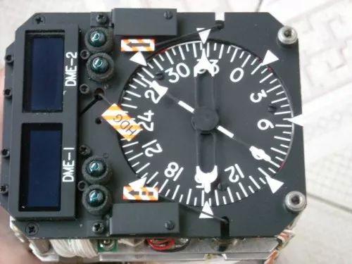 飞机仪表盘拆解:老美军工货果然非比寻常,电路设计扎实可靠
