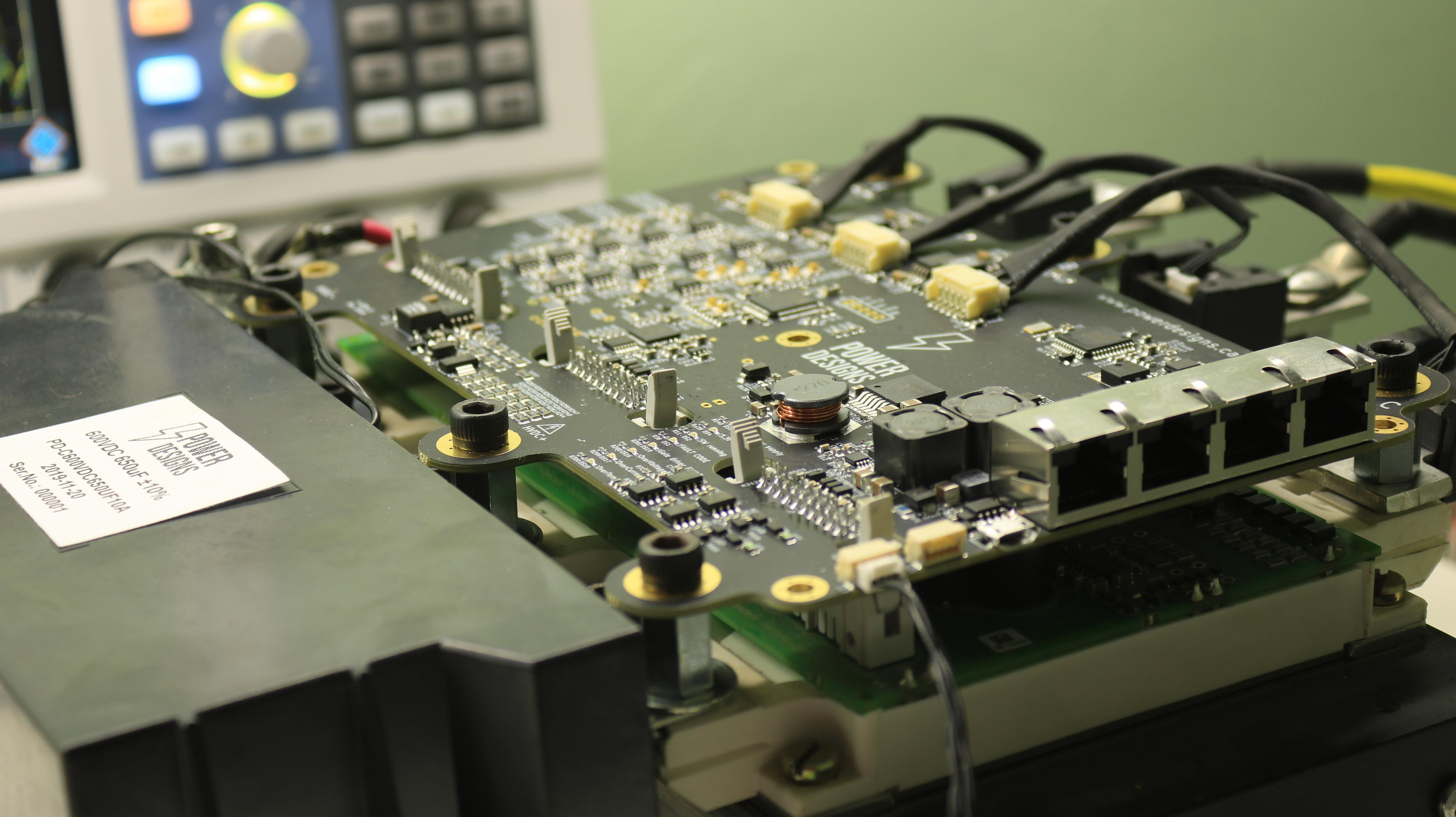 基于FPGA的大功率,高性能400V/300A 100+kW电机控制器电路设计方案